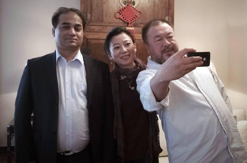 Tybetanka Oser, prof. Ilham Tohti, Ujgur i Ai Weiwei, Han; Pekin, 19 maja 2013.